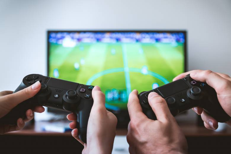 5G for Online Gaming